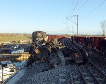 accident-TGV-pont-restes-motrice